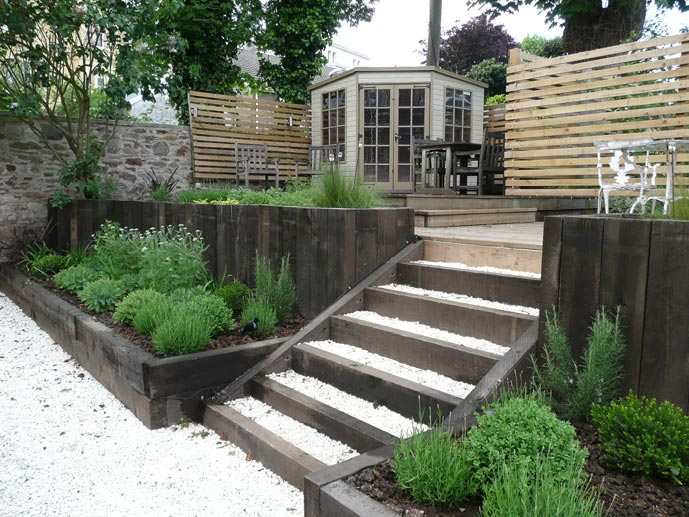 Split level low maintenance garden scheme garden ideas for Split level garden designs
